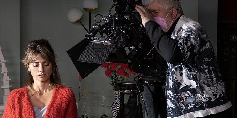 "Photos: Penélope Cruz in ""Madres Paralelas"" (2022)"